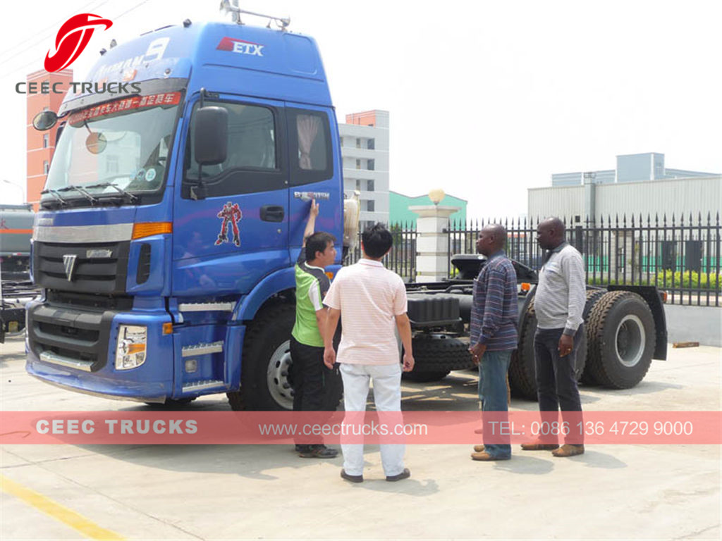 Togo customer visiting CEEC for Foton towing truck